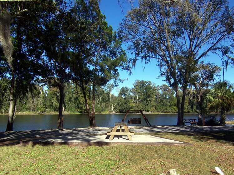 The Riverfront Rv Campsites At The Riverside Lodge Campground